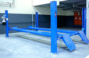 4 Post hoist for lifting large auto vehicles